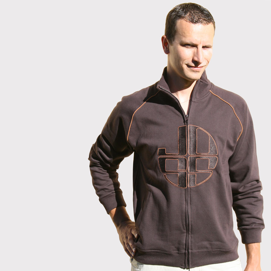 Zipped brown sweatshirt